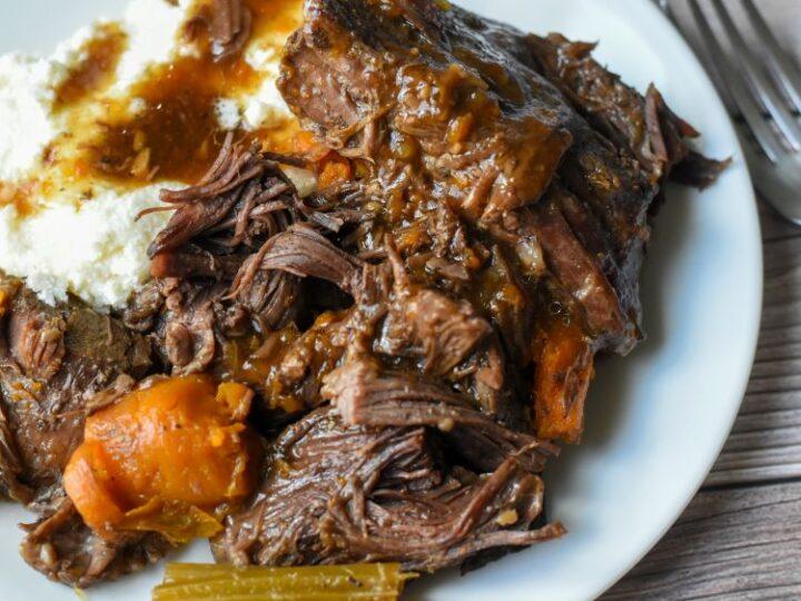 Nimja Foodi Pot Roast with carrots and celery